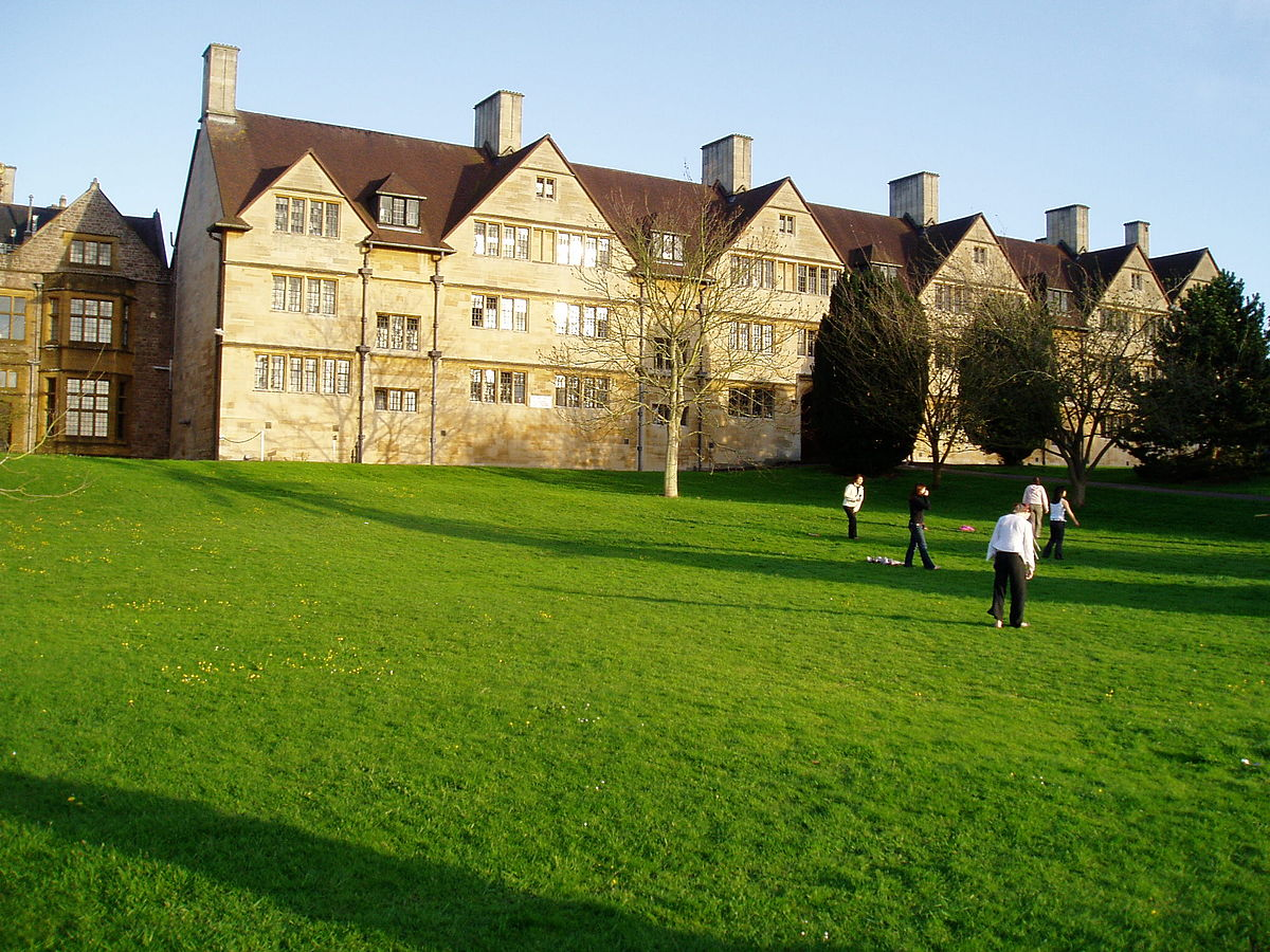 1200px-Wills_Hall-_University_of_Bristol